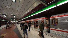 Ve stanici metra Bořislavka byla osoba pod soupravou. Doprava stála v obou směrech