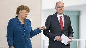 Odmítla Merkelová Sobotku? Kancléřku znovu zkouší pozvat šéf diplomacie Zaorálek