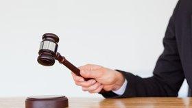 Elitní policista Daniel V. stojí před soudem: Prý brutálně napadl jiného muže!