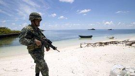 Soud přiřkl sporné ostrovy Filipínám. Čína rozhodnutí ignoruje