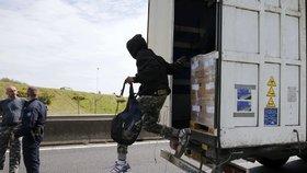 """""""Ptákovina,"""" zuří kamioňáci a hájí Čecha, co dostal za 15 migrantů v chlaďáku dva roky"""