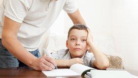 Rodiče tlačí na školy: Skoncujte s domácími úkoly, ubíjejí celou rodinu