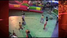 Vichr odnesl skákací hrad i dětmi: Tříletá holčička zemřela