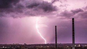 Silné bouřky udeřily na Moravě a v jižních Čechách. Sledujte radar