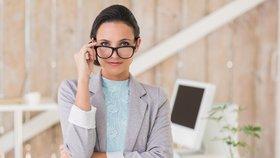 Co v létě rozhodně nenosit do práce? Žhavé trendy ani výstřihy!