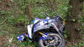 Smrtelná nehoda motorkáře (†46) na Olomoucku: Jeho hondu zastavil až strom