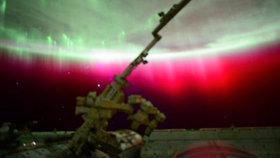 Rudá polární záře z vesmíru: Nikdy jsem nic takového neviděl, žasl astronaut