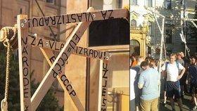 Protest proti uprchlíkům: Šibenice do 21. století nepatří, říká Chovanec a chce po policii prošetření