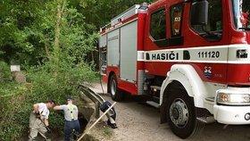 """Dobrovolní hasiči v Praze 8 budou """"patřit"""" radnici. Zapojí se do prevence ve školách"""