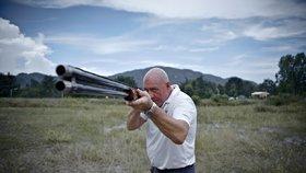 Šílený důchodce: S brokovnicí v ruce vyhnal dělníky z výkopu! Hrozil jim, že je zabije
