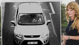 Úspěšnou manažerku z Prahy sledovaly 2 vozy: Únosci ji navigovali na dálku?