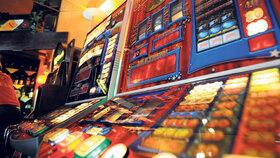 Omezení pro gamblery i vyšší daně. Tažení proti hazardu podpořili poslanci