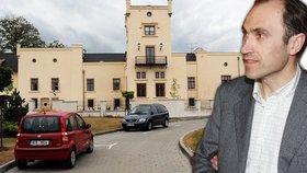 Zadlužený exministr Ivan Pilip: Přijde o svůj zámek?