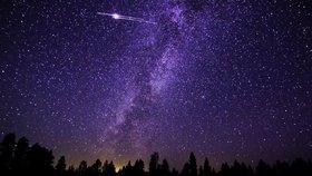 Perseidy mají z nebe letos padat jak o závod. Jenže hvězdy možná zahalí mraky