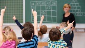 """Učitelé si mohou oddychnout. Zákaz """"prázdninového vyhazovu"""" je krok od schválení"""
