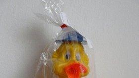 Pozor, další nebezpečná hračka v obchodech: skládací kačer