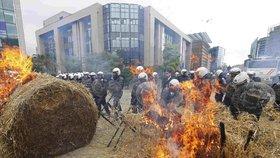 Blokády řetězců a protesty: Zemědělce dusí mléčná krize, ministerstvo prý nekoná
