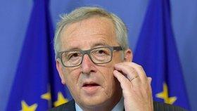 Nic měnit nebudeme, EU nesmí kvůli útokům začít odmítat migranty, řekl Juncker