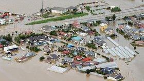 Japonsko sužují záplavy, mrtvých a pohřešovaných přibývá