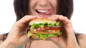 Nejhorší jídla pro ploché břicho. Po tomhle nikdy nezhubnete!