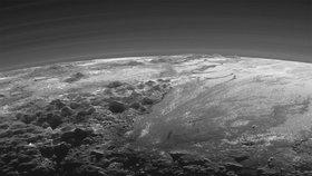 Hory, ledovce a planiny. Podívejte se na Pluto tak, jak ho ještě nikdo neviděl