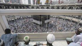 Miliony poutníků, tisíce vojáků, desítky kilometrů: Začala pouť do Mekky