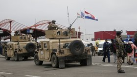 Maďarsko posílá na hranice tanky. Vojáci s kulomety už jsou na místě