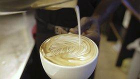Češi vybírají benzinky podle kvality kávy. Loni jí každý z nás spotřeboval 2 kg