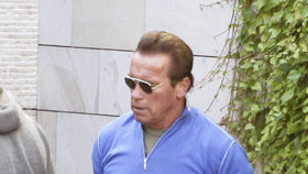 """""""Jsem zpátky!"""" Schwarzenegger byl po operaci srdce propuštěn z nemocnice"""