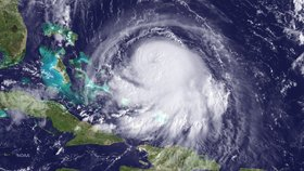 Hurikán Joaquin se řítí na Bahamy, zesílil na kategorii 3