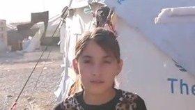 ISIS uřízl jejímu tatínkovi hlavu. Devítiletou holčičku nemohli odtrhnout od jeho znetvořeného těla