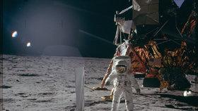 Mimozemšťany uvítá na Měsíci i čeština. Vědci vyšlou do vesmíru Wikipedii
