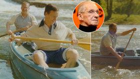 Co vyplavil komunistický archiv: Papaláš Štrougal na kanoi na Lužnici