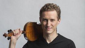 Rusové zadržují Čechovi housle za 5,5 milionu. Virtuóz na ně čeká na Uralu