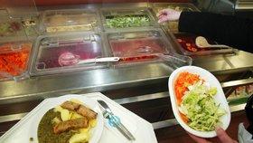 Žáci o hladu nebudou: Tři školy v Praze 8 je za jídlem budou vozit