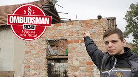 Ombudsman Blesku: Spadla nám střecha a pojišťovna nechce platit