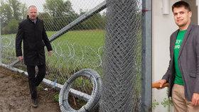 Fiala hájí plot proti uprchlíkům. Podporuje katastrofu, zlobí se kritici