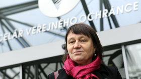Co hodina, to stížnost: Češi loni zavalili ombudsmanku osmi tisícovkami podnětů