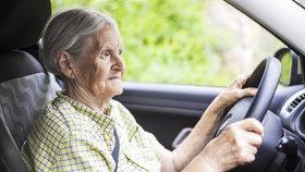 Za volantem i na kole. Na českých silnicích zemřelo nejvíc seniorů za posledních 20 let
