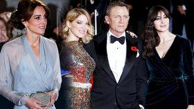 Vévodkyně s povolením oslnit krásou: Kate na premiéře nové Bondovky konkurovala sexy Bond girls