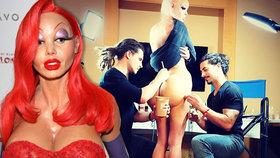 Neuvěřitelná proměna: Podívejte se, jak si Heidi Klum nechala nalepit větší zadek i obří poprsí!