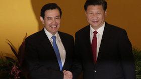 Setkání po 66 letech: Čínský a tchajwanský prezident si podali ruce na summitu v Singapuru