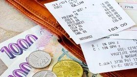Potraviny a benzín zlevnily, za oblečení si lidé v říjnu naopak připlatili