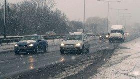 Doprava v Česku: Na východě ji komplikuje silný vítr, na severu padající sníh