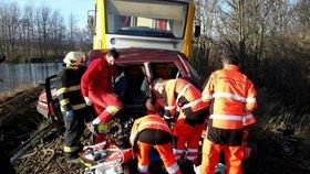 Děsivá nehoda vlaku a auta: Tři lidé jsou mrtví, čtvrtý těžce zraněný