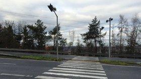 Řidiči prudce brzdí, chodci se bojí: To je nejšílenější přechod v Praze