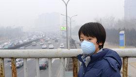 Čínské školáky zavřel ve třídách smog. Peking je pod dusivou poklicí