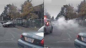 Z káry se stala kouřící rakev: Policisté rozstříleli řidiče na útěku