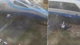 Pendolino srazilo cyklistu na přejezdu: 4metrový let vzduchem přežil jen s odřeninami