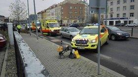 Řidič na přechodu srazil matku s kočárkem: Ona i dítě jsou v nemocnici